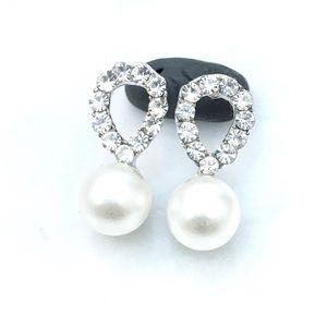 Jewelry - Simple Rhinestone & Sim Pearl Stud Earrings
